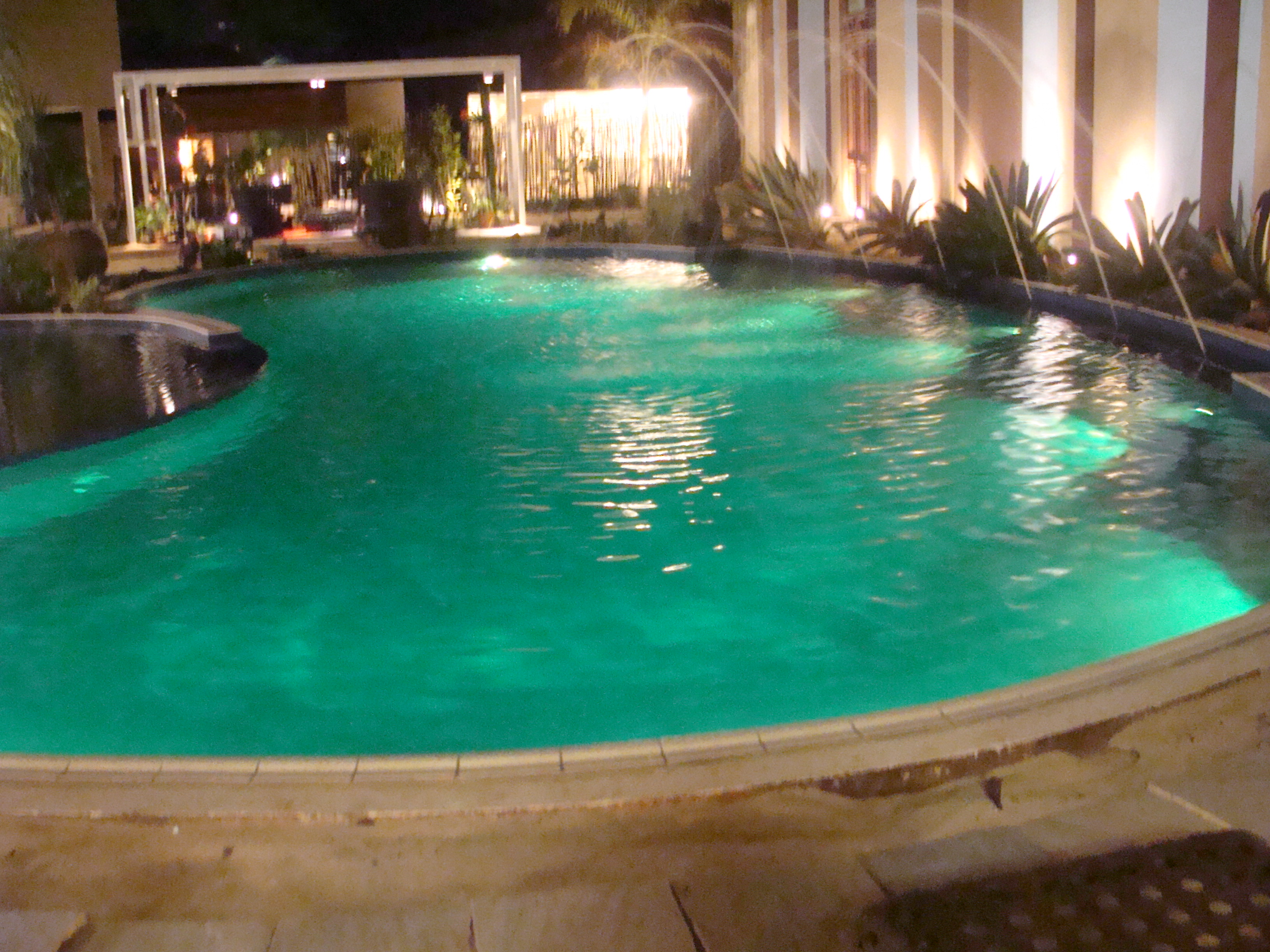 Ilumina o led cromoterapia piscina for Piscina 7 de agosto