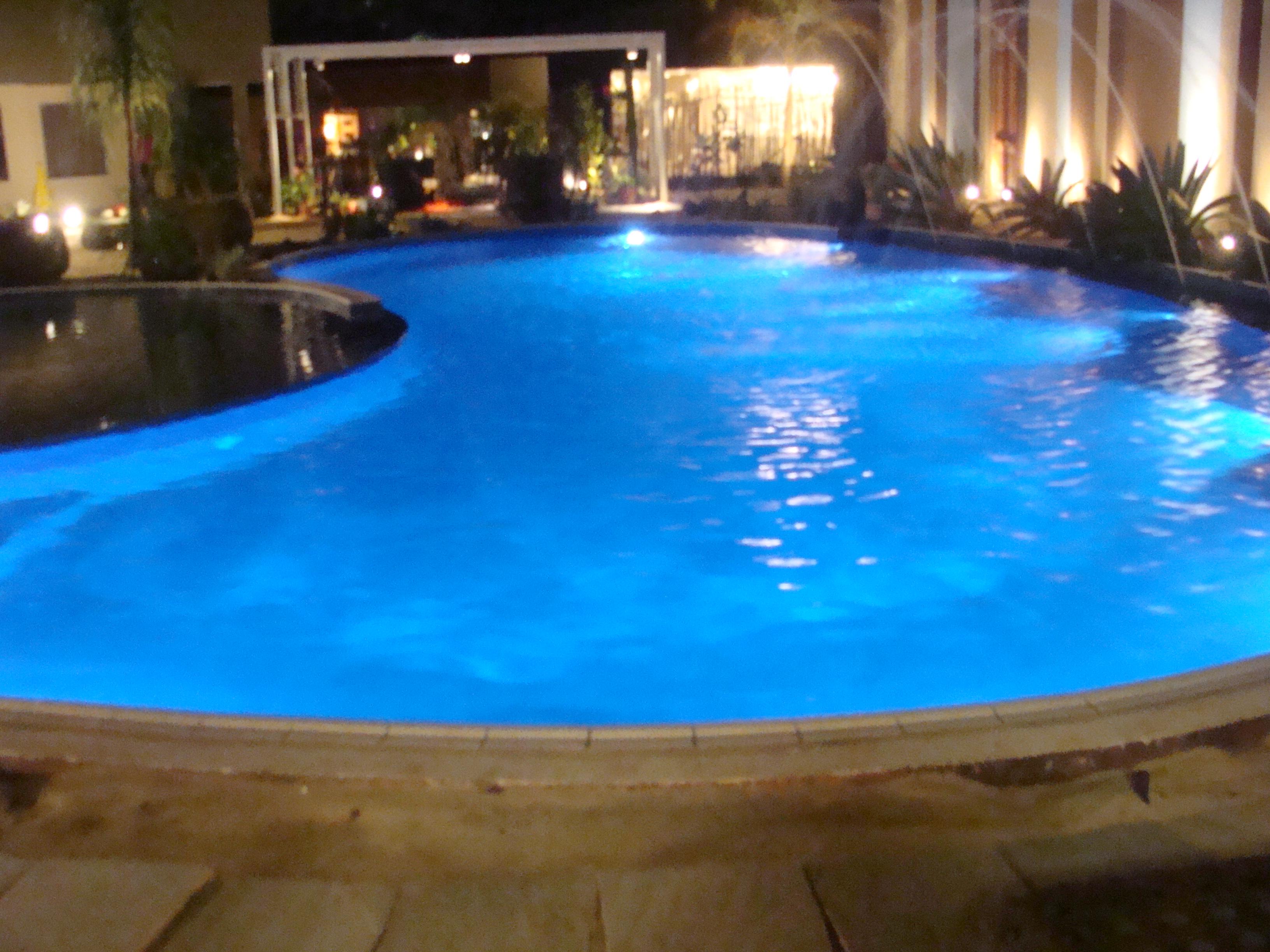 Ilumina o led cromoterapia piscina for Led para piscinas