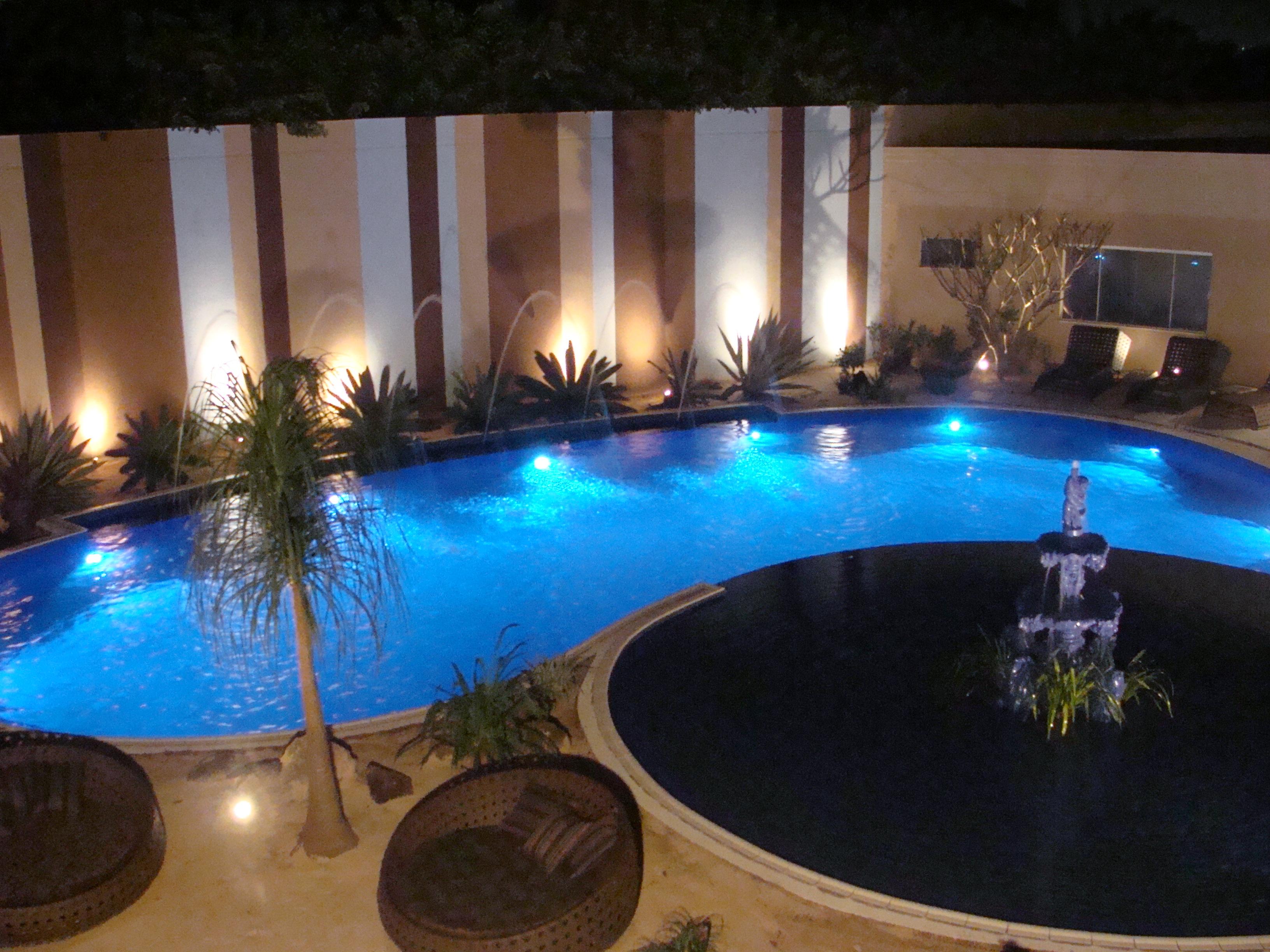 Ilumina o led cromoterapia piscina - Leds para piscinas ...